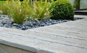 éliminer la mousse de sa terrasse