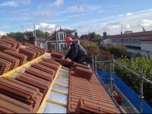 Nettoyer sa toiture : les conseils et les étapes à suivre